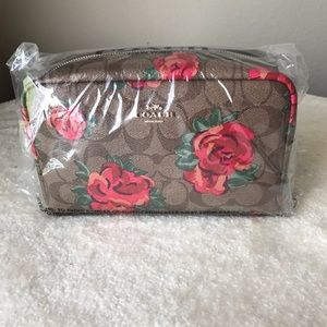 🌺Coach, brand new, never used cosmetic case🌺